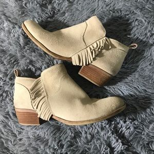 Lucky Brand Benji fringe ankle suede booties 8.5